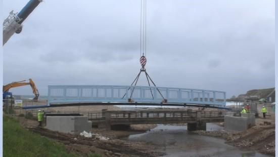 Main structure for new Cullen bridge is lifted into place