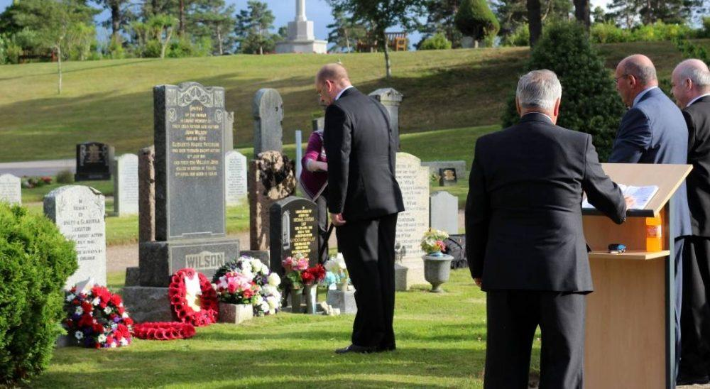 Cllr Chris Tuke lays a wreath at the Cemetery.